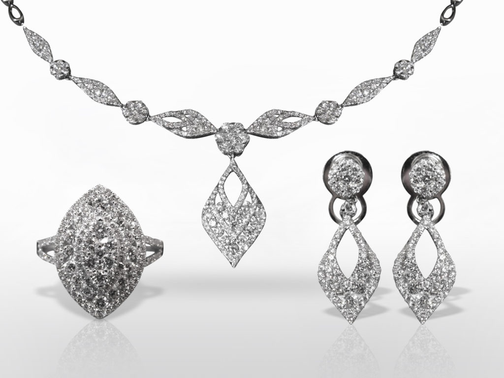 Exquisite 18k White Gold Cluster Diamond Necklace Earrings and Ring Set