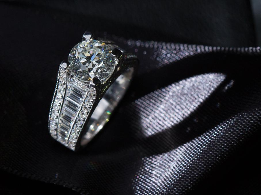 IGI Certified 2.50ct Round Brilliant Cut Diamond Ring