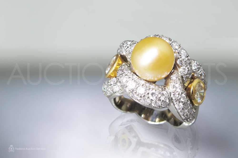 Lady's 18k White/Yellow Gold Pearl and Diamond Ring sold for $3,100